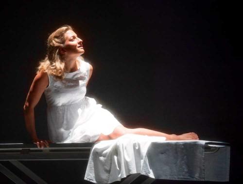 在拉莫剧《Hippolyte et Aricie》中担任Aricie,2013英国Glyndebourne歌剧节